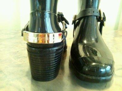 画像1: JIMMY CHOO(ジミーチュウ)ブラック×ゴールド金具付きヒールレインブーツ CHESTER35
