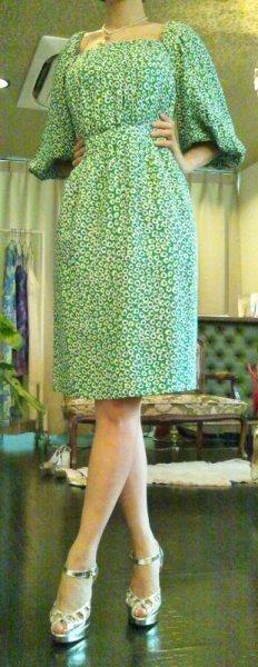 画像1: ♡Rental Dress YVES SAINT LAURENT(イヴサンローラン)70'sヴィンテージグリーンプリントシルクドレス (1)