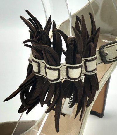 画像1: MANOLO BLAHNIK(マノロブラニク)シャイニーベージュ×ブラウンスエード飾りつきストラップパンプス36 1/2