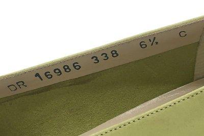 画像2: OLD FERRAGAMO(オールドフェラガモ) ライトグリーンスエードヴァラリボンパンプス 6 1/2C