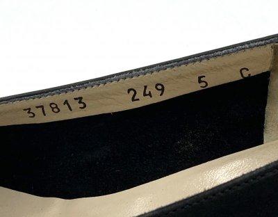 画像2: OLD FERRAGAMO(オールドフェラガモ) ブラックスエードタッセル付きパンプス 5C