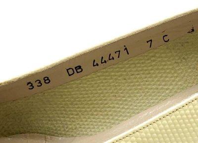 画像2: OLD FERRAGAMO(オールドフェラガモ) アイボリーベージュ型押しレザーヴァラリボンパンプス 7C
